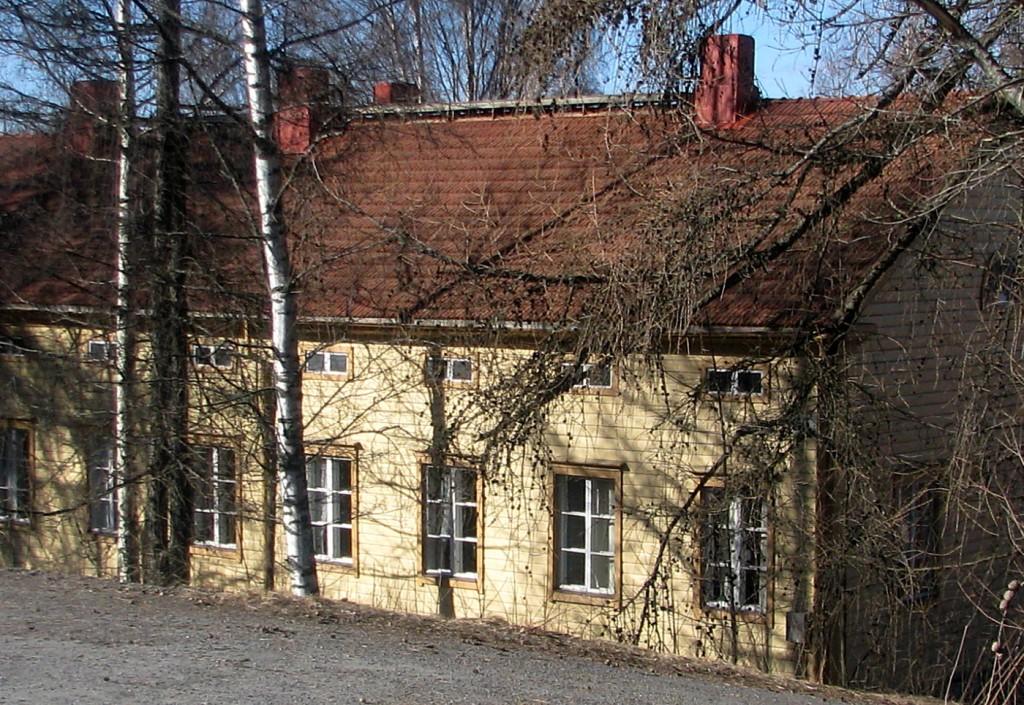 Kappalaisen virkatalon Romolan päärakennus on vanhin Kiteentien varren säilyneistä taloista. Se rakennettiin samojen piirustusten mukaan kuin Tohmajärven kappalaisen pappila ja valmistui 1857.     Pihapiirissä on lisäksi pappilan väentupa ja aittarakennus, molemmat 1800-luvulta.