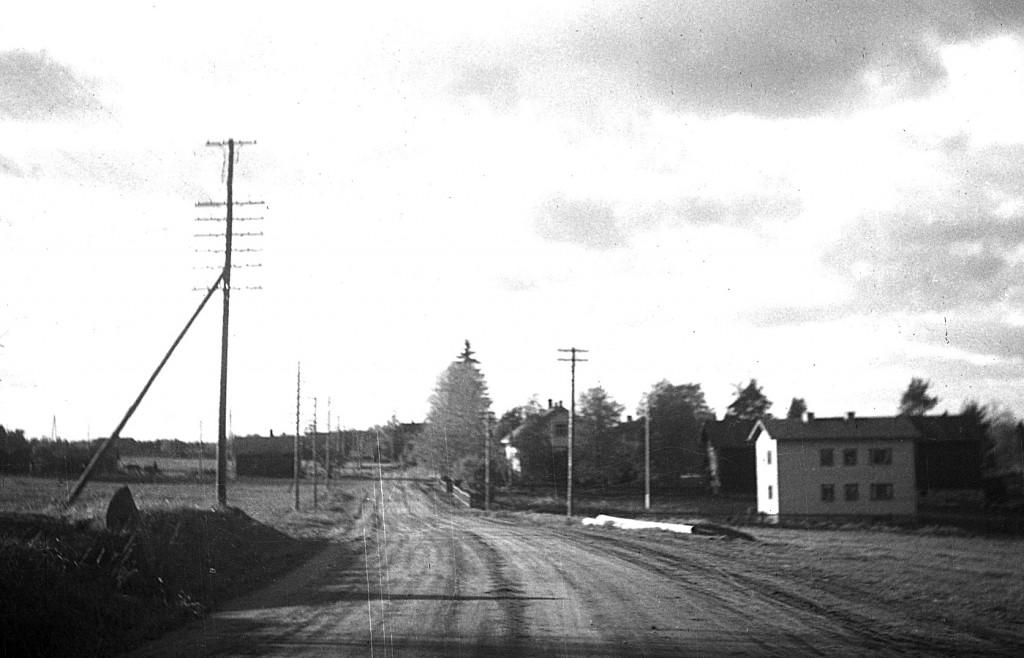 Terveystalo 1940-50-lukujen vaihteessa. Sen takana häämöttää tummana lääkärintalon aittarakennus, kauppias Liimataisen aikoinaan rakennuttama.