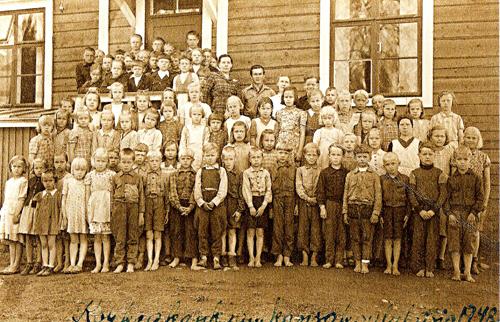 Korkeakankaan_ koulun_oppilaita_ ja_ opettajia_1948